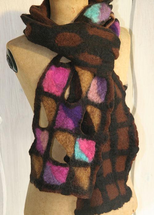 Sjaal gevilt van de vacht van een merino schaap - Kittie Markus