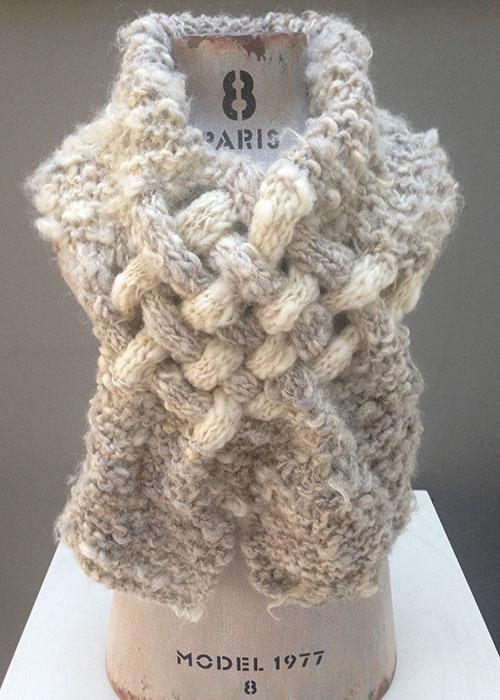 Gebreide sjaal, van met de hand gesponnen Texelse wol.