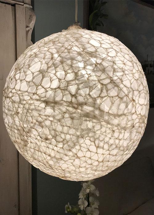 Lamp gemaakt van dunne agora wol gemengd met zijde - Rond model - Kittie Markus